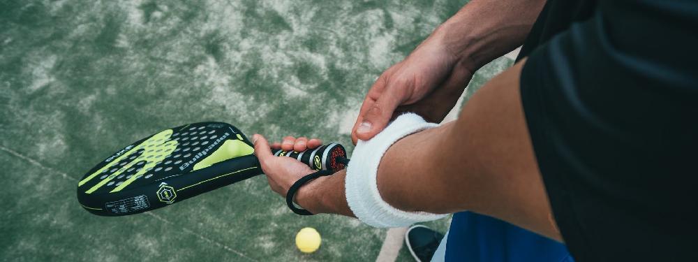 Tenniskyynärpää voi olla myös padelkyynärpää tai puutarhurin kyynärpää!